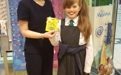 Local pupil Evie wins Vouchers thanks to Reading Review